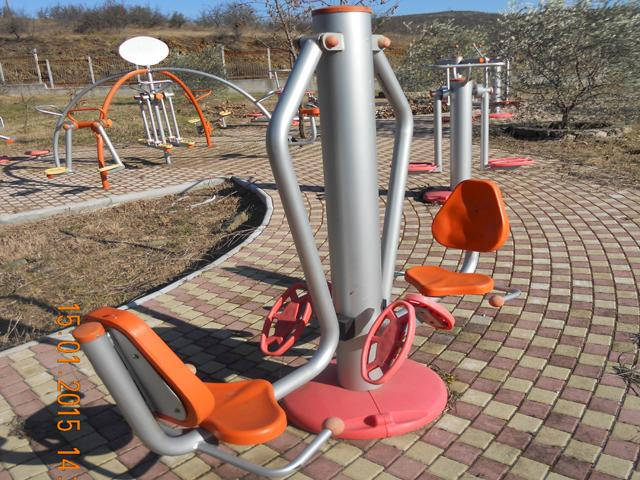 Gym machine with seat for legs training two persons