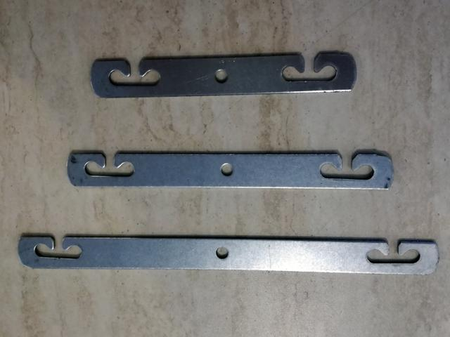 Metal strip for mounting metal wire